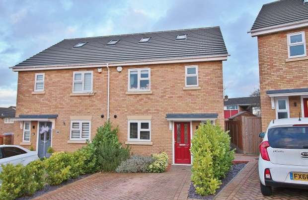 4 Bedrooms Semi Detached House for sale in Falstones, Basildon, SS15