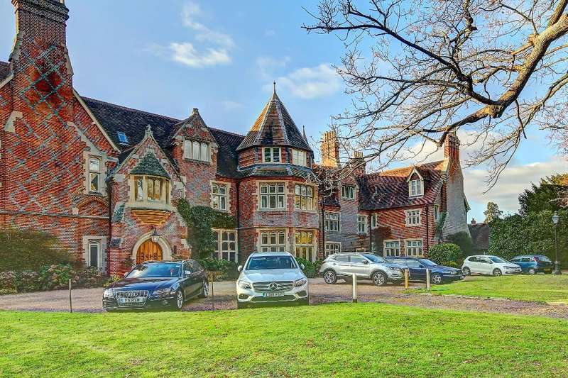1 Bedroom Flat for sale in Grenehurst Park, Capel, Dorking, Surrey, RH5 5GA