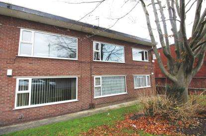 2 Bedrooms Flat for sale in Worcester Road, Cheadle Hulme, Cheadle, Cheshire