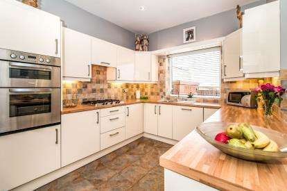 3 Bedrooms Terraced House for sale in Ringley Road West, Radcliffe, Manchester, Greater Manchester