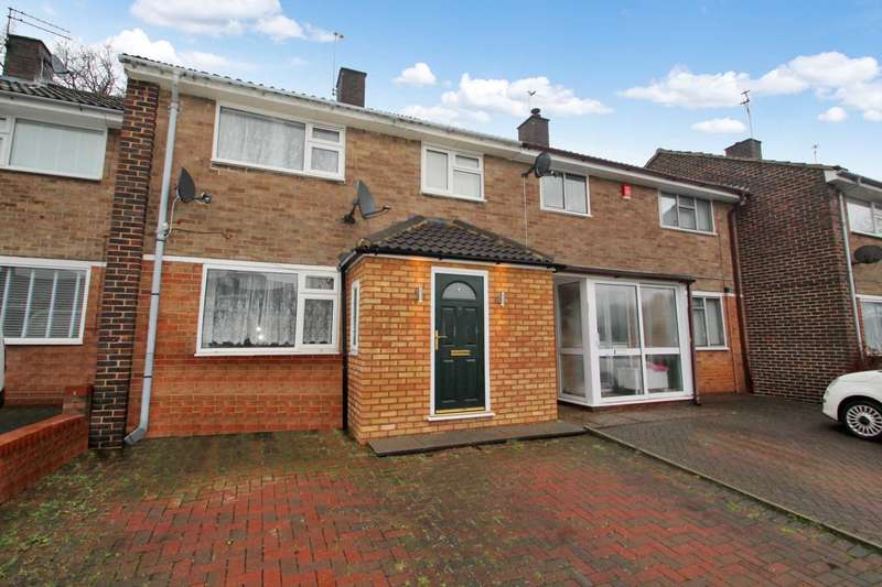3 Bedrooms Terraced House for sale in 3 BED FAMILY HOME WITH OFF ROAD PARKING IN HP1