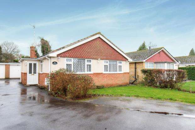 2 Bedrooms Bungalow for sale in Effingham, Leatherhead, Surrey