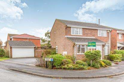 4 Bedrooms Detached House for sale in Locks Heath, Southampton, Hampshire