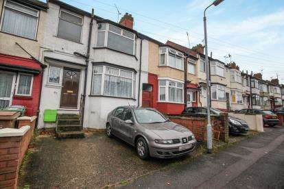 3 Bedrooms Terraced House for sale in Runley Road, Luton, Bedfordshire