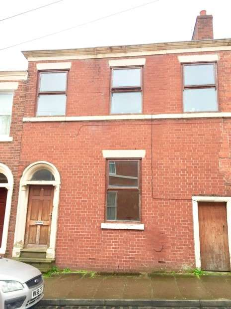 6 Bedrooms Terraced House for sale in Chaddock Street, Preston, PR1