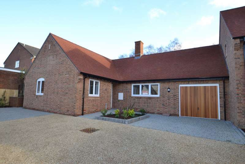 3 Bedrooms Bungalow for sale in Lytchett Matravers