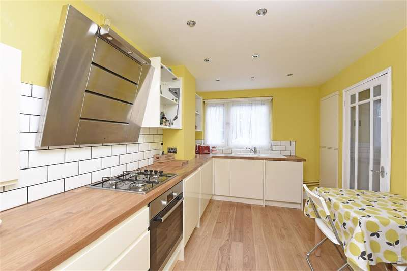 3 Bedrooms Apartment Flat for sale in Victoria Drive, Southfields, London