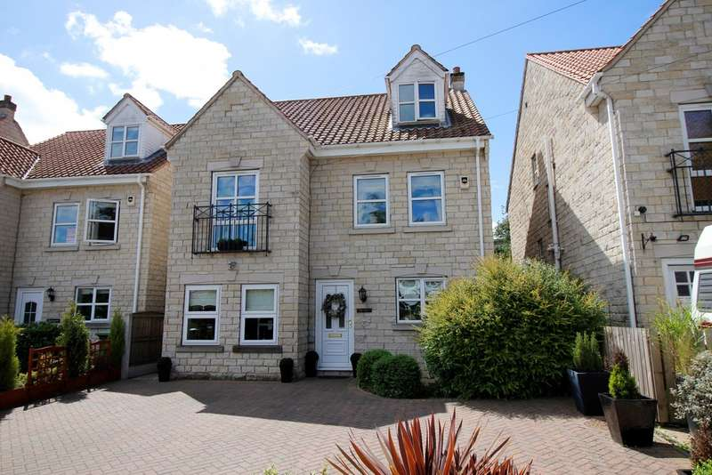 4 Bedrooms Detached House for sale in Estcourt Road, Darrington, WF8 WF8