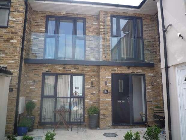 2 Bedrooms Terraced House for sale in Birkbeck Road, Beckenham, BR3