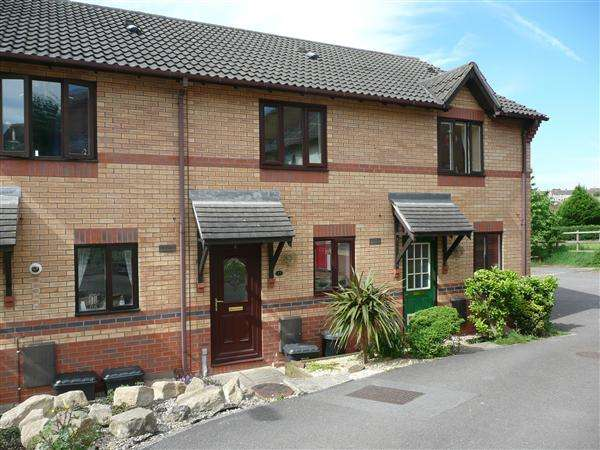 2 Bedrooms Terraced House for rent in Bishops Close, Thornwell, Chepstow
