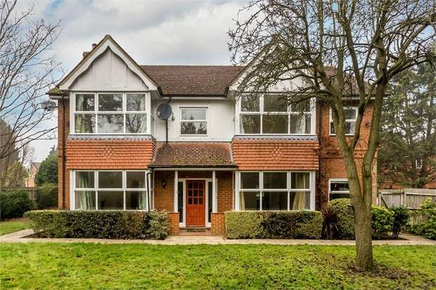 5 Bedrooms Detached House for sale in Hersham Road, WALTON-ON-THAMES, Surrey