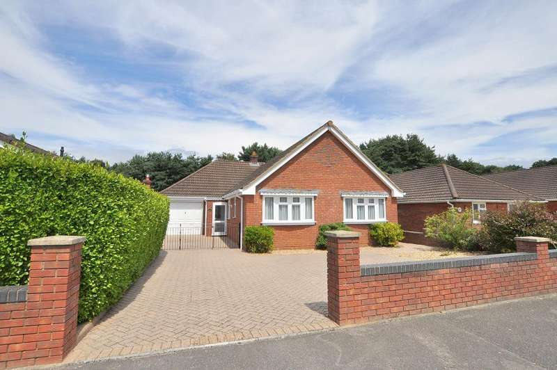 5 Bedrooms Detached Bungalow for sale in Ferndown