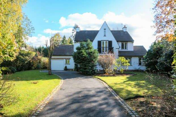 4 Bedrooms Detached House for sale in Carrwood, Hale Barns