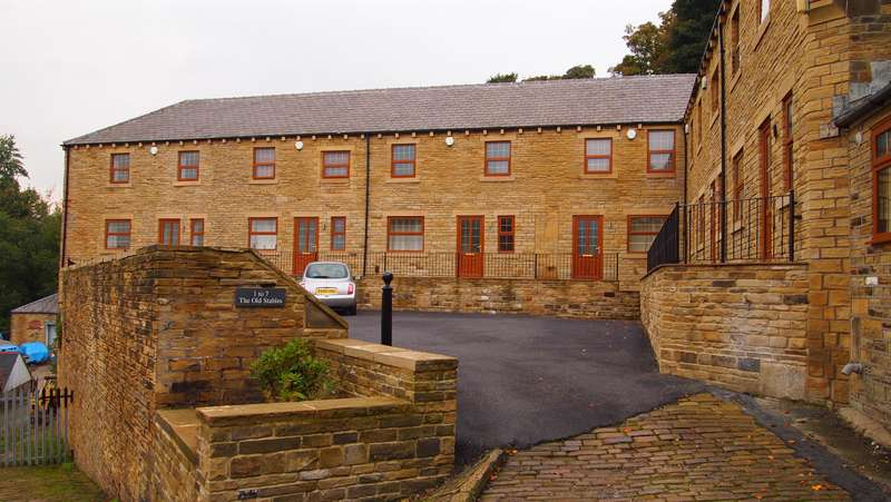 2 Bedrooms Town House for rent in The Stables, Master Lane, Pye Nest , HX2 7AB