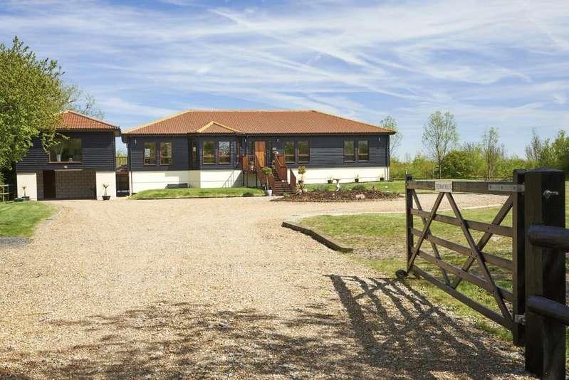 4 Bedrooms Detached House for sale in Bridgemarsh Lane, Althorne