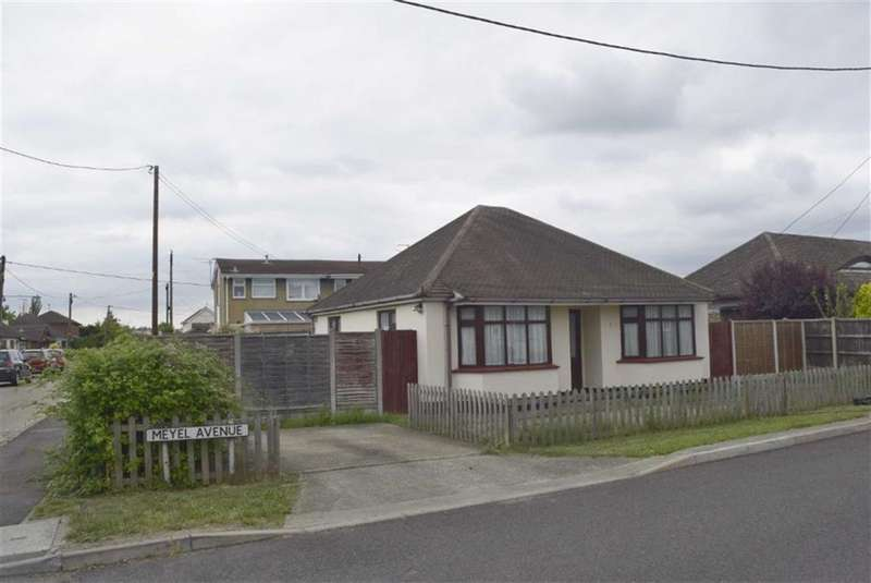 2 Bedrooms Detached Bungalow for rent in Meyel Avenue, Canvey Island, Essex