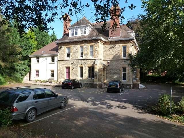 1 Bedroom Ground Flat for rent in LUXURY ONE BEDROOM APARTMENT, Hillbook House, Albert road, Malvern