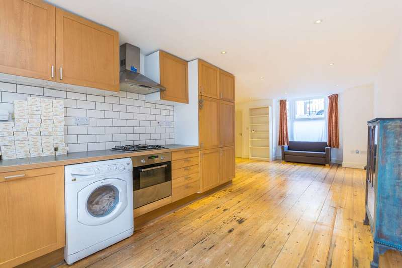 3 Bedrooms Maisonette Flat for rent in Reighton Road, Clapton, E5