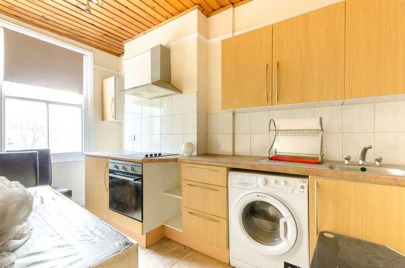 3 Bedrooms Semi Detached House for sale in Fitzjohn Avenue, High Barnet, EN5