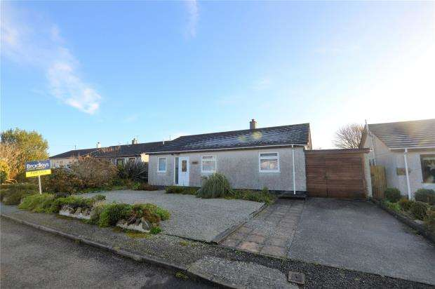 3 Bedrooms Detached Bungalow for sale in Hendra Close, Ashton, Helston, Cornwall