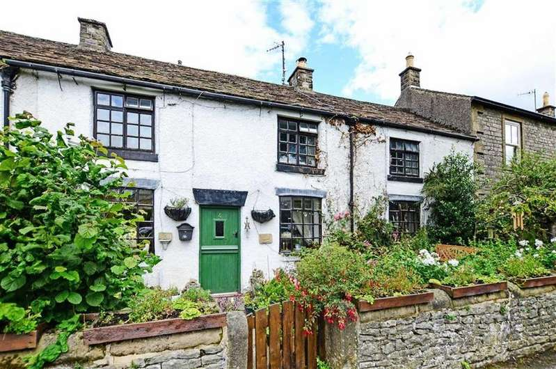 3 Bedrooms Terraced House for sale in Chandlers Cottage, 4, The Green, Litton, Buxton, Derbyshire, SK17