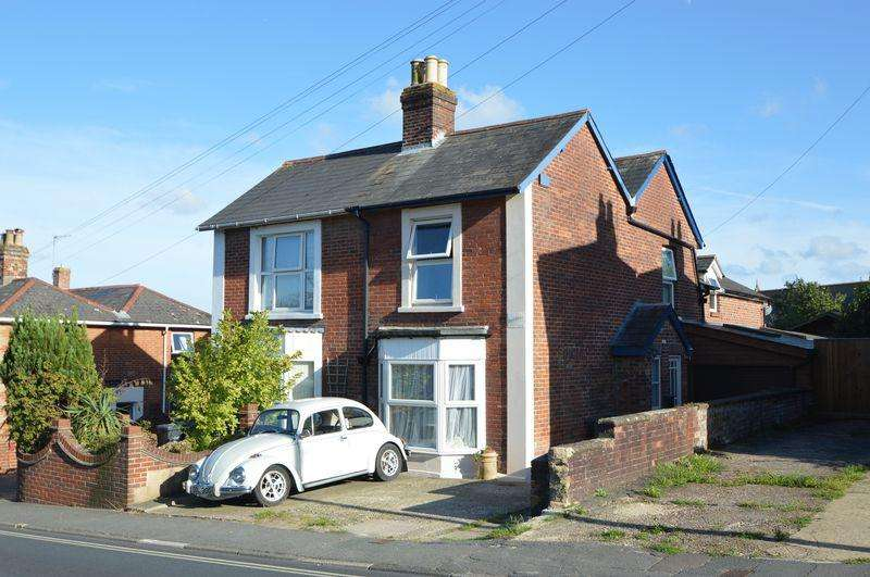 3 Bedrooms Semi Detached House for sale in BINSTEAD