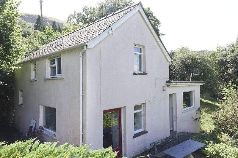 3 Bedrooms Detached House for sale in Hillside, Llangattock, Crickhowell, Powys.