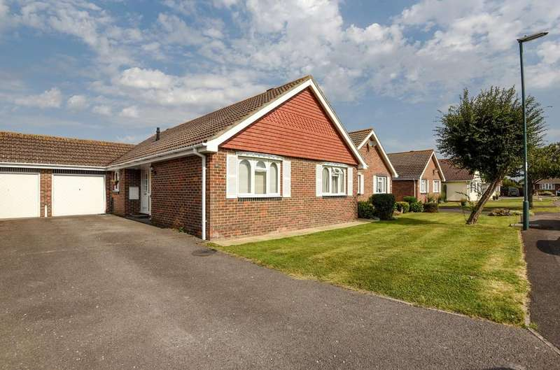 3 Bedrooms Bungalow for sale in Meadow Walk, Middleton On Sea, Bognor Regis, PO22