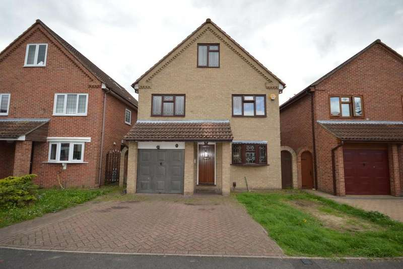 6 Bedrooms Detached House for sale in Calmore Close, Hornchurch, Essex, RM12