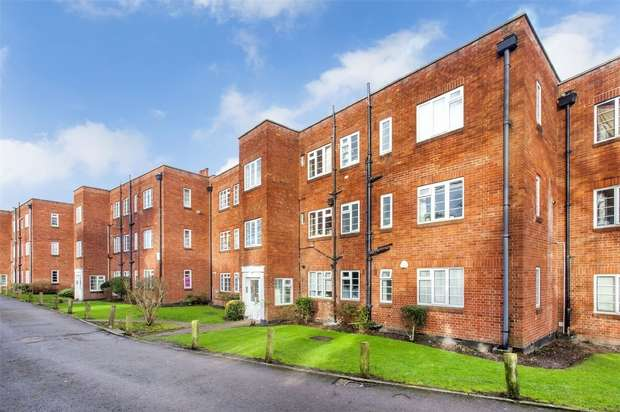 2 Bedrooms Flat for sale in Garden Close, Ruislip, Greater London