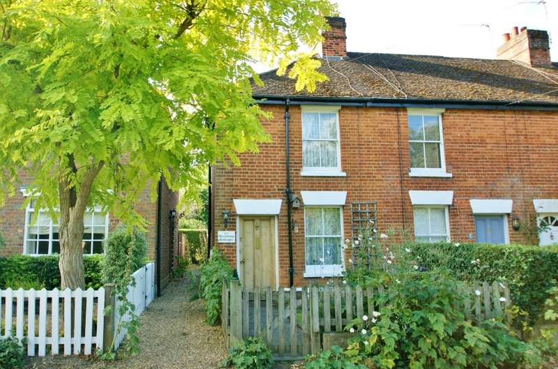 2 Bedrooms End Of Terrace House for sale in Woodbine Cottages, South Side, Gerrards Cross, SL9
