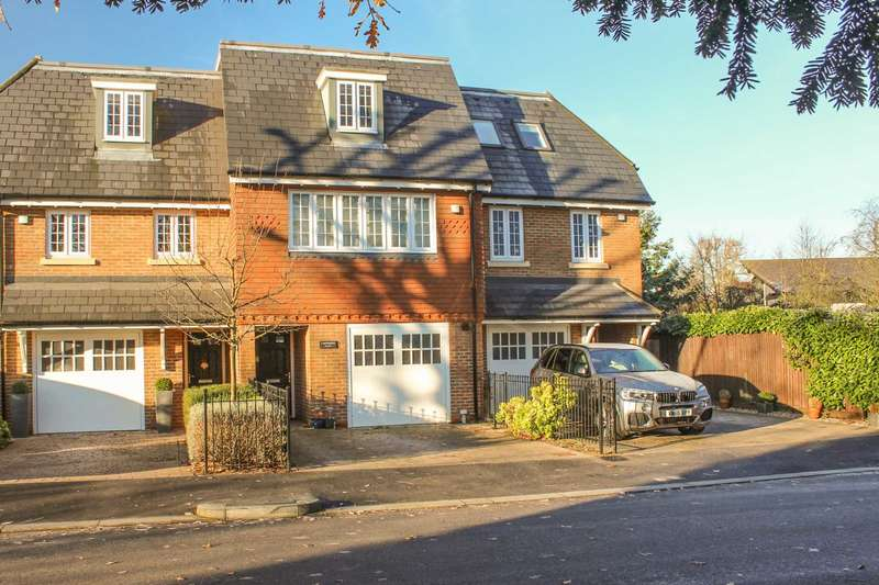 4 Bedrooms Terraced House for sale in Sovereign Place, Queens Drive, Thames Ditton