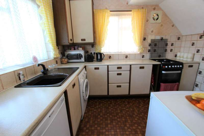 3 Bedrooms Semi Detached House for sale in Clipper Crescent, Gravesend