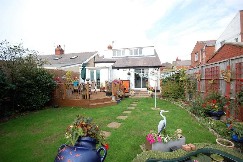 3 Bedrooms Detached Bungalow for sale in Lightwood Avenue, Blackpool