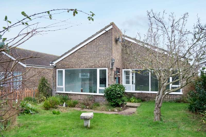 3 Bedrooms Detached Bungalow for sale in Green Courts, Winterton-On-Sea