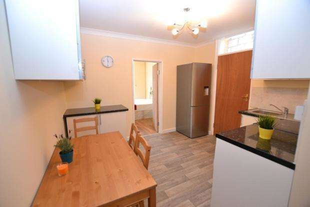 7 Bedrooms Terraced House for rent in Second Avenue, London E12