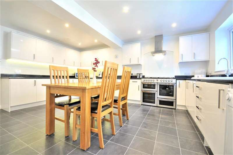 5 Bedrooms Detached House for sale in Minster Park, Cottam, Preston, Lancashire, PR4 0BY