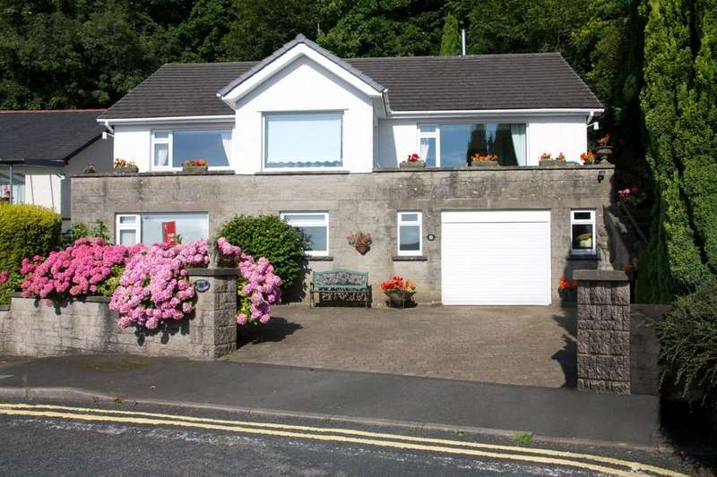 3 Bedrooms Detached House for sale in Stonelaws, 8 Nutwood Crescent, Grange-Over-Sands, Cumbria, LA11 6EZ.