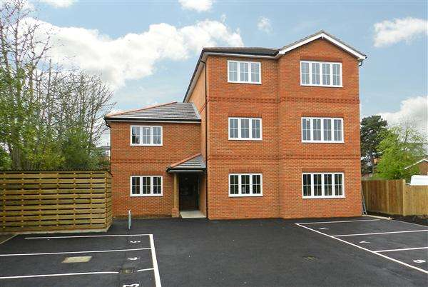 1 Bedroom Apartment Flat for rent in Kings Court, Kings Road, Crowthorne