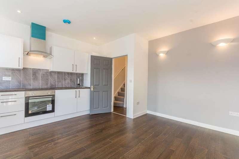 3 Bedrooms Flat for rent in Blackhorse Lane, Walthamstow, E17