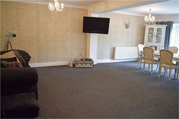 3 Bedrooms Detached Bungalow for sale in Eccleston Gardens, St Helens, Merseyside
