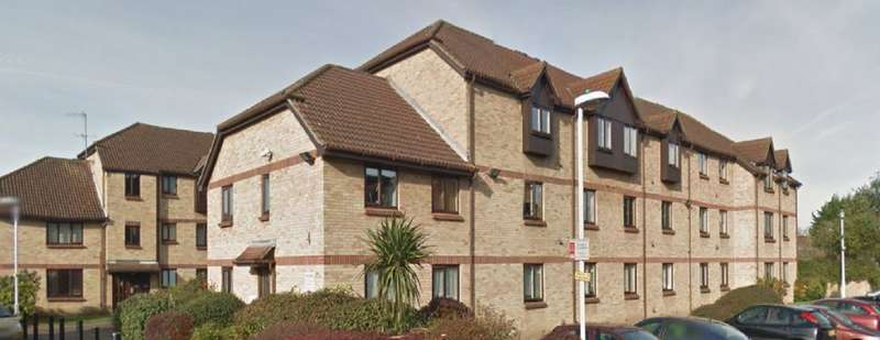 1 Bedroom Flat for sale in Spring Close, Chadwell Heath, RM8