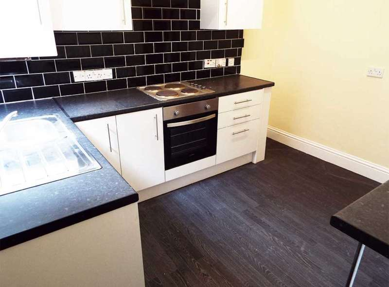 2 Bedrooms End Of Terrace House for rent in Rochdale Road, Royton