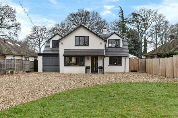 5 Bedrooms Detached House for sale in Reading Road, Finchampstead, Wokingham