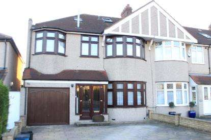 5 Bedrooms House for sale in Clayhall, Ilford, Essex