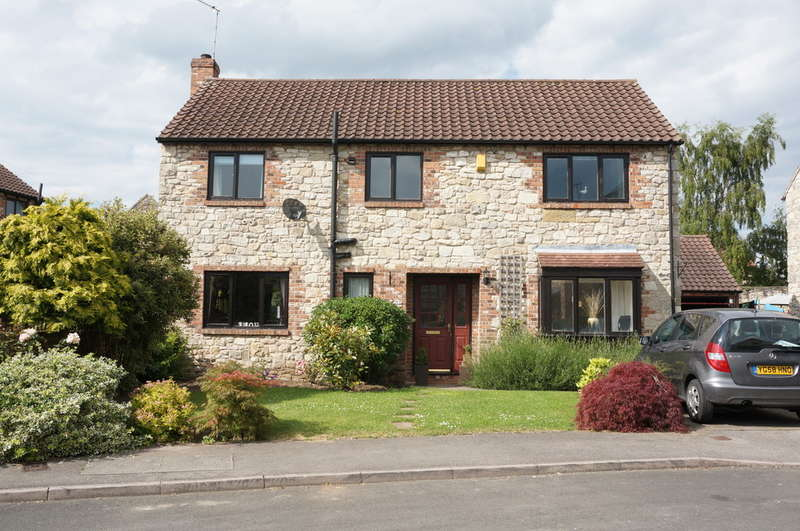 4 Bedrooms Detached House for sale in The Stables, Towton, Nr Tadcaster, LS24 9SU
