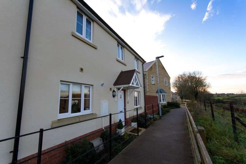 3 Bedrooms Terraced House for sale in Bowood View, Calne, Wiltshire, SN11