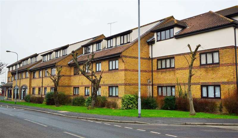 2 Bedrooms Flat for rent in Hedingham Place, Rochford