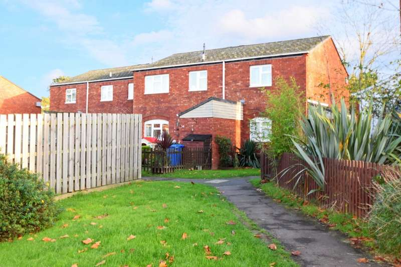 3 Bedrooms Maisonette Flat for sale in Burton Way, Windsor, SL4