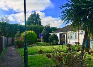 2 Bedrooms Bungalow for sale in Westfield, Bognor Regis, West Sussex